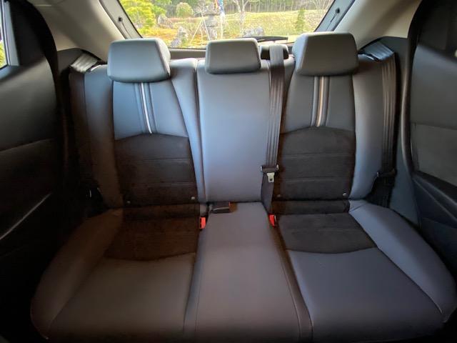 マツダ2の後部座席の写真