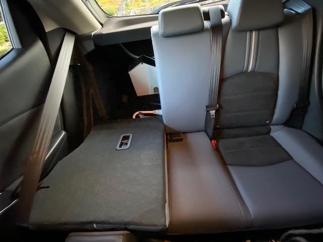 後部座席の分割の写真
