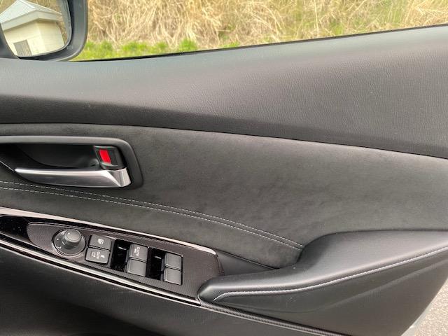 運転席のドアのレザーの仕上げ状況