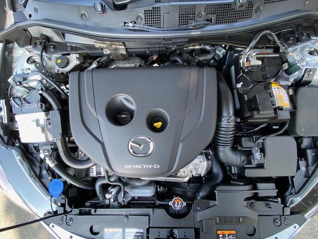 マツダ2のディーゼルエンジンの写真